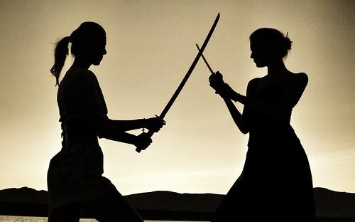 無料写真素材, 人物, 女性, 人物  二人, シルエット, 剣・刀, 戦う・決闘