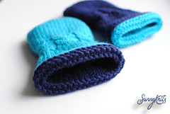 Reversible baby mittens