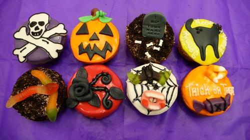 Halloween Cupcakes! by CAKE Amsterdam - Cakes by ZOBOT