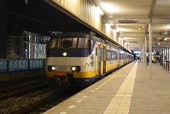 NSR SGM 2946 (Jannn.2009) Tags: station night leiden photo nikon nacht picture bahnhof centraal spoorwegen 18105 nsr sprinter nederlandse stoptrein sgm sneltrein 2946 d5100