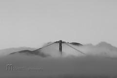 Golden Gate Bridge (Mampfred) Tags: auto sanfrancisco bridge usa white black nebel goldengate stadt brcke verkehr schwarz kalifornien pfeiler hngebrcke seil weis verborgen sttze seile