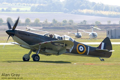 G-CCCA VICKERS SUPERMARINE SPITFIRE T9 CBAF.9590 - 110928 - Helitech-Duxford - Alan Gray -IMG_1137