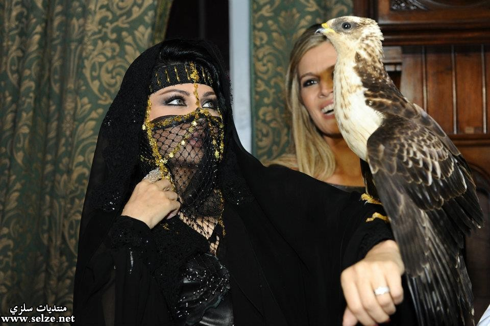 بالصور هيفاء وهبي تقلد كيم كارداشيان وترتدي البرقع