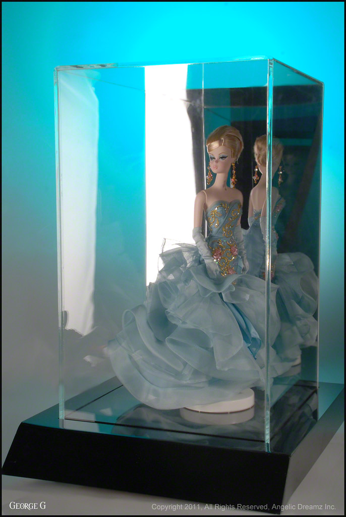Sideshow Toys Lighted Display Case