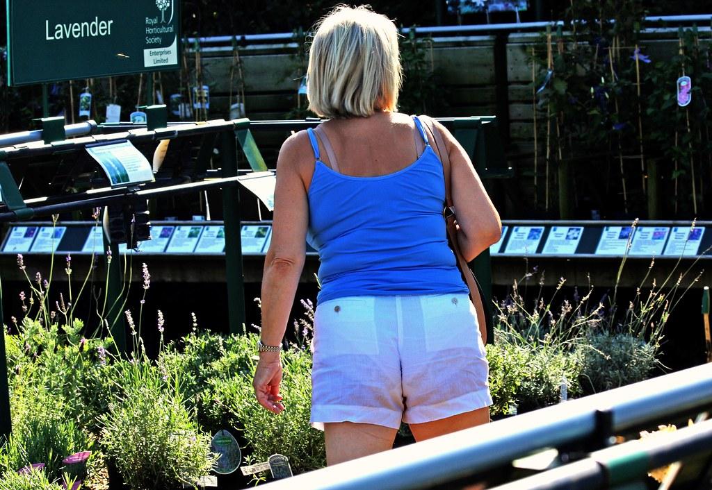 Mature women in short shorts-2323