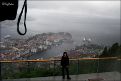 Beautiful Bergen (SigHolm - Very Busy) Tags: family friends rain umbrella norge son fjlskylda bergen rok flyen flien vinir rigning jkull flibanen noregur bjrgvin sonur regnhlf flyfjellet ripumbrella sigholm ilovebergen jkullr beautifulbergen fallegabergen bergenrain