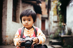 born to be a photographer? (ya) Tags: china travel film minoltax700 yunnan   myheart200 yourbestshot2011