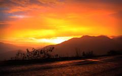 [CIELO CAJAMARQUINO] Octubre 2011 (tehzeta) Tags: atardecer rojo paisaje colores per sierra cielo nubes cerros cajamarca paleta colorido fabuloso morado encendido tonalidades celaje tehzeta melissathereliz