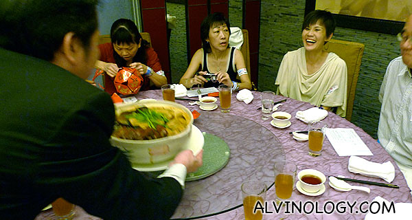 Everyone was very happy when the Peng Cai was served