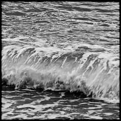 VAGUE-VAGUE-5 (Pierre D. Photographiste) Tags: mer square blackwhite pentax vague var carr noirblanc toulon k7 littoral 2011 waveart pierrediez