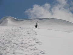 Approaching the final rise to the summit