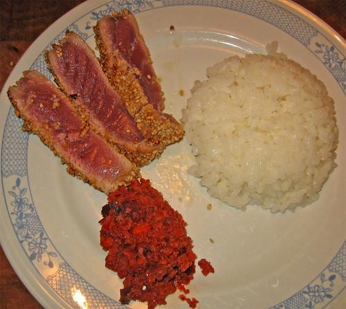 tataki di tonno con salsa alle barbabietole e riso bianco by fugzu