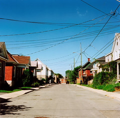 Arrivée à Kingston. (HorsSujet) Tags: road street ontario canada 120 tlr film square fuji neighborhood kingston medium yashica 635 pellicule yashica635 moyenformat pro160