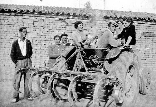 la familia Pina Lopez y su tractor
