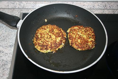 26 - Pastinaken-Puffer / Parsnip pancakes - braten II