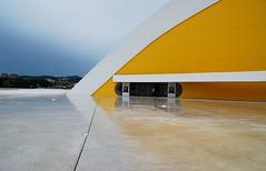 41 Centro Cultural Internacional Oscar Niemeyer Auditorio 512 (javier1949) Tags: plaza color blanco teatro rojo arquitectura torre arte danza paz ciudad asturias cine amarillo auditorio pasarela aviles urbana museo dibujos