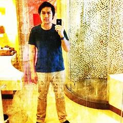 เห็นถ่ายภาพตัวเองในห้องน้ำ ห้องลองเสื้อกันเยอะ เลยลองบ้าง! | #me #shooting #bymyself #bathroom #toilet #mirror #potrait #photooftheday #picoftheday #iphoneonly #instargramer #iphonesia #thaistargram #picoftheday