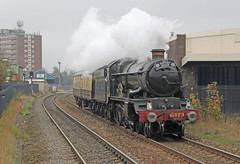 5029 Nunney Castle at Langley Green (Andrew Edkins) Tags: uk november winter red england sky station geotagged factory smoke railway flats fencing signal westmidlands steamtrain levelcrossing gwr 460 greatwestern 5029 nunneycastle uksteam castleclass langleygreen railwayphotography chocolateandcream supportcoach 5029supportgroup positioningmovement