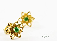 Emerald Earrings (S_Freer) Tags: two gold nikon pair 9 ears highkey earrings emerald gemstones birthstone d7000 {sfreer} ourdailychallenge