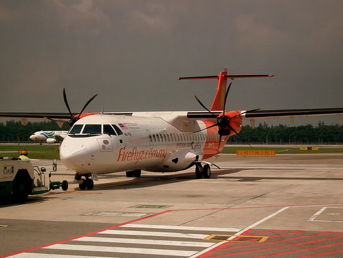 FIREFLY ATR-72 SINGAPORE BUDGET AIRLINES TERMINAL JUNE 2011