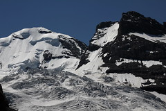 Gletscher / Glacier : ... mit Blemlisalphorn und Blemlisalp Rothorn im Kanton Bern in der Schweiz (chrchr_75) Tags: mountains alps nature landscape schweiz switzerland suisse hiking swiss natur berge ralf bern juli alpen christoph svizzera landschaft berne berner wander berna 1107 wanderung wanderweg hohtrli suissa 2011 kanton chrigu wanderwege kantonbern brn chrchr hurni chrchr75 chriguhurni woche26 woche1126