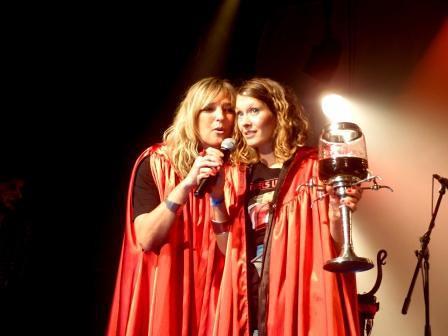 Pokřtít v pořadí páté album skupiny Čankišou přišly členky divadelního souboru MALÉhRY. Foto: Monika Hořínková