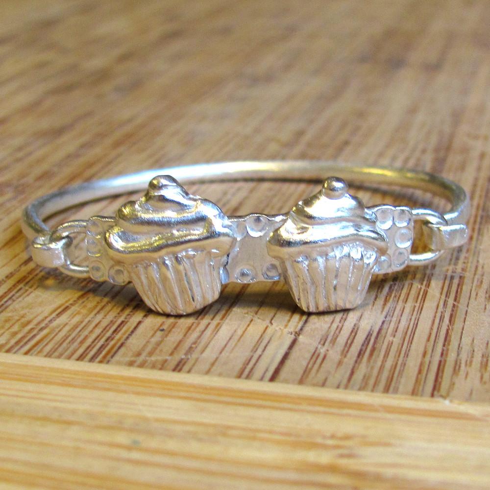 lyla's cupcake bracelet