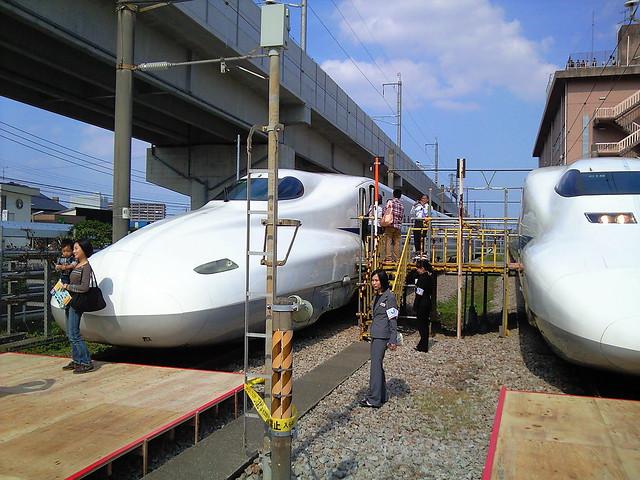N700系と700 系の写真
