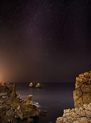 Noche estrellada (Liencres) (ZenonZ) Tags: costa seascape nightshot shore nocturna santander cantabria quebrada liencres urros costaquebrada