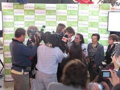 Artesanas de Rari recibiendo el premio Tesoro Huma - 1505763134528