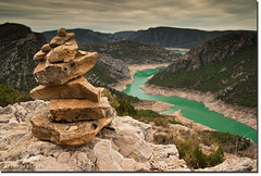 Congost de Mont-rebei. (arturii!) Tags: summer mountain lake seascape green water skyline wow walking amazing nice interesting rocks europa europe day view pyramid superb cloudy stones walk top awesome sunday picture sunny pic pantano catalonia stunning catalunya gorges aigua catalua gettyimages lleida treking congost catalogne landcspae tremp impresssive cora canoneos400d arturii arturdebat