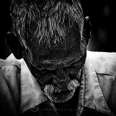 Wrinkles should merely indicate where smiles have been. (ayashok photography) Tags: portrait bw man temple blackwhite nikon indian human ap stark bnw v2 inida andhrapradesh lepakshi nikkor70300mm ayashok nikond300 0811095696