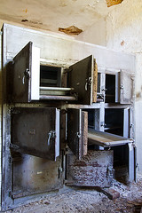 Abandoned State Hospital Morgue (AeroFennec) Tags: urban abandoned hospital hall state decay exploring center hallway medical asylum psychiatric ue morgue psych