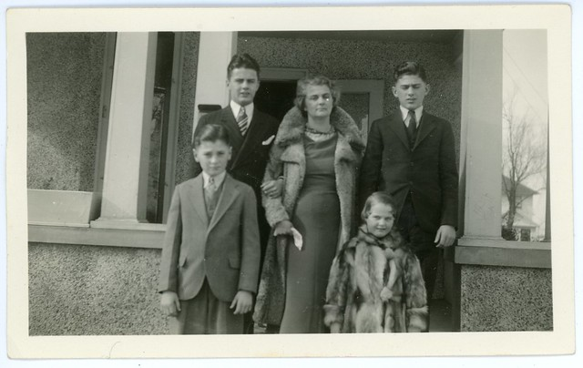 Rosa (Gores) Prettyman (1892-1945) and her four children: Robert Austin, William Eugene, Richard Frank, and Joan Reneé