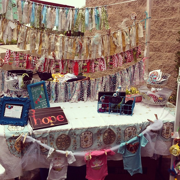 10 on 10 #4 Visited the @holidayhandmade boutique and found the booth of @joyshope of course!