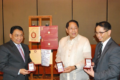 Angara Launches UP Law Centennial Commemorative 100-Peso Bills