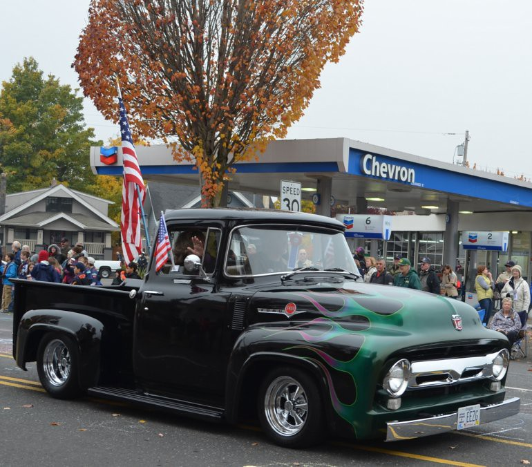 DSC_0079p_veterans_day_parade_vintage_ford_pickup