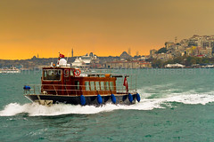 Going through the Bosphorus Strait (Beum Gallery) Tags: sea mer turkey boat ship trkiye wave running istanbul turquie bateau vagues romanempire byzantine anatolia plaisance constantinople navire byzance  anatolie thrace empireottoman ottomanempire easternromanempire byzantin byzantineempire   trkiyecumhuriyeti republicofturkey seljuq   runningboat  emireromaindelorient emireromainoriental empirebyzantin rpubliquedeturquie rpubliqueturque