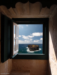 ...y lo único que me importa es ver el mar... (- GD photography -) Tags: ocean sea sky window water azul ventana libertad mar agua room free cielo habitación océano