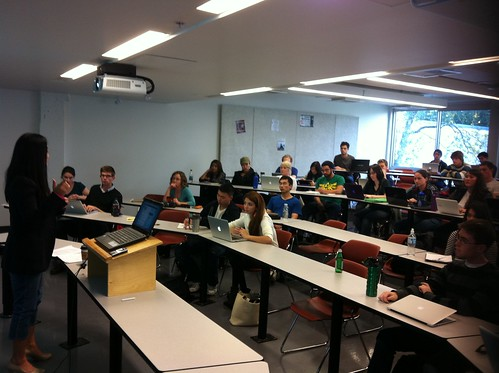 Minister @NaomiYamamoto speaking to #POLI350A students on #cdnpse policy #bcpoli