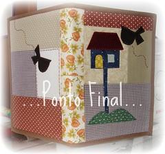 ...Capa em patchwork... (Ponto Final - Patchwork) Tags: quilt handmade sewing fabric cotton patchwork marrom xadrez aplicaes patchcolagem caseado casinhadepassarinho capadeagenda