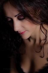 Pensando (Jose Casielles) Tags: color pose luces mujer glamour retrato estudio guapa sombras belleza yecla ternura posado femenina fotosdeestudio fotografíasjcasielles