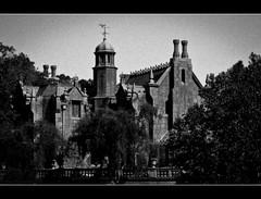 They Say It's Haunted (DugJAX) Tags: halloween waltdisneyworld magickingdom hauntedmansion libertysquare ef24105mmf4lisusm canonrebelt2i