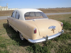 51 Kaiser (DVS1mn) Tags: two white cars car sedan one tan orphans independent 51 kaiser marques luxury coupe tone nineteen 1951 fifty prestige 2door nineteenfiftyone