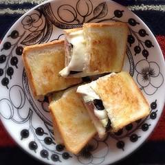 グリルなすとモッツァレラのサンドイッチ