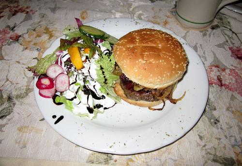 Hütten-Burger - serviert