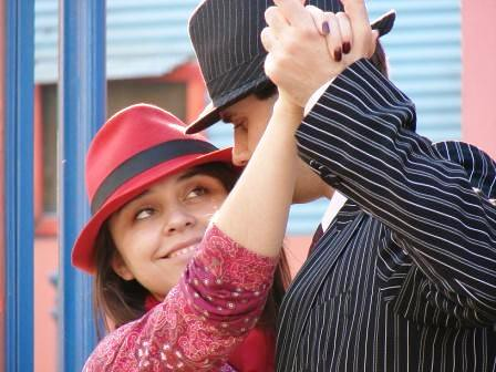 Bailarines de tango en Caminito by Alejo_Guzman