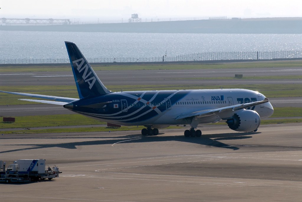 Boeing 787 First commercial schedule flight