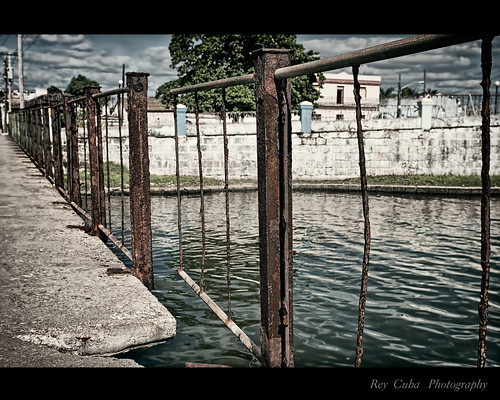 Dis.....continuidades by Rey Cuba