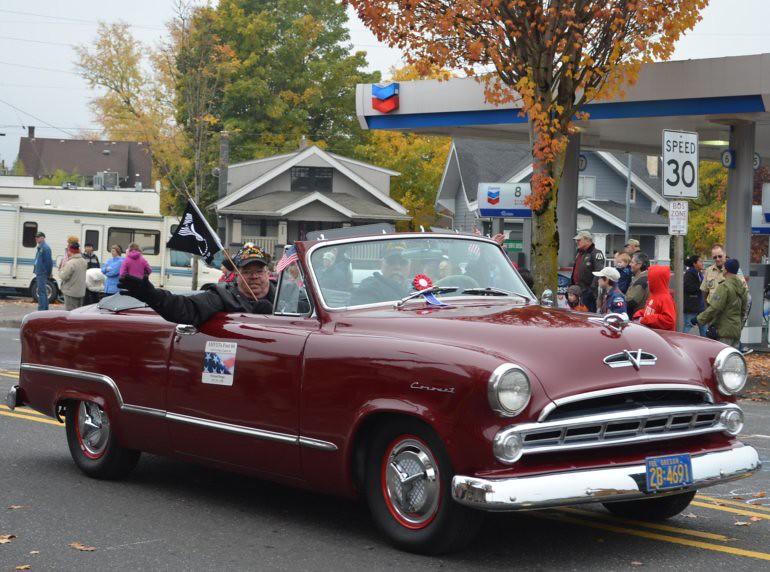 DSC_0040p_veterans_day_parade_vintage_coronet